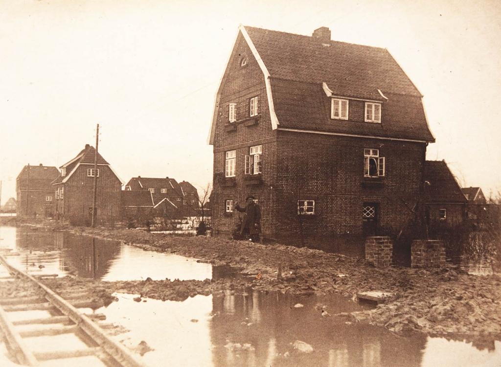 Überschwemmte Straße Randersweide in Nettelnburg
