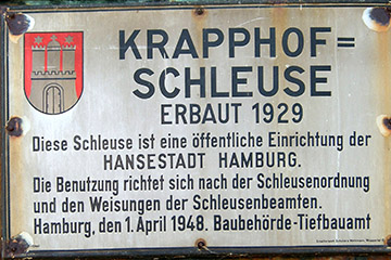 Das Hinweisschild an der Krapphofschleuse von 1949, Foto: Staro1, Wikimedia