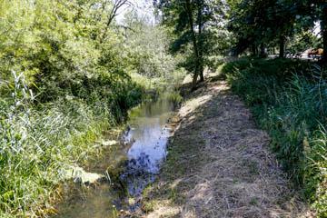 Nettelnburg Kampbille Wehrdeich 15 nach Süd, Foto von der Fußgängerbrücke, Wasserverband Nettelnburg