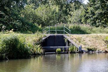 Schleusengraben in Nettelnburg, Verbindung vom Serrahn in Bergedorf zur Krapphofschleuse, Mündung der Kampbille, Foto: Wasserverband Nettelnburg
